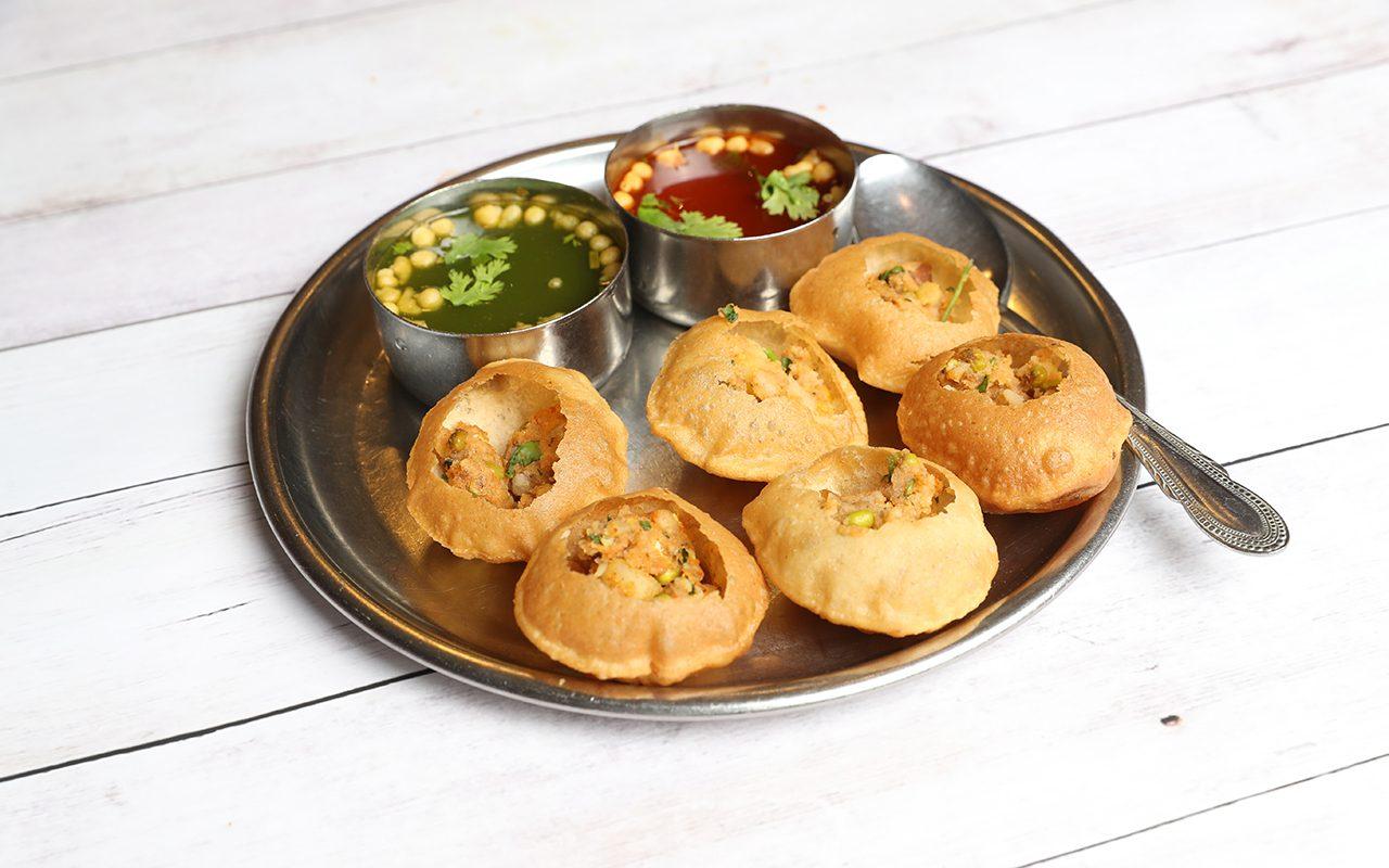 Panipuri or Gol Gappa or Chaat, Indian Street Food, Panipuri, Golgappe, Chat item, India, Stuffed Panipuri with aloo and Sweet Tamarind