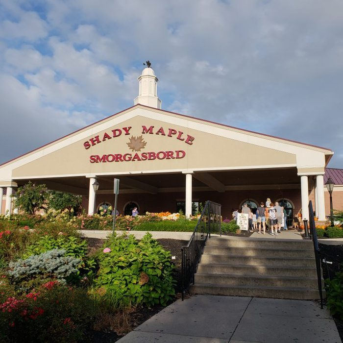 Pennsylvania: Shady Maple Smorgasbord, East Earl