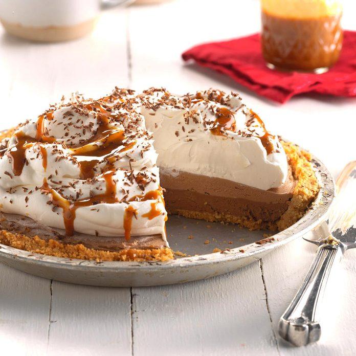 Dark Chocolate Caramel Macchiato Pie Exps Hca18 158611 C04 26 5b 3