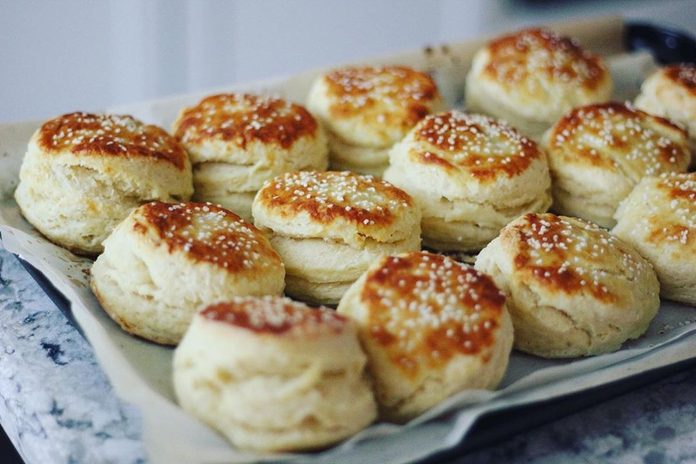 Pretzel wash biscuits