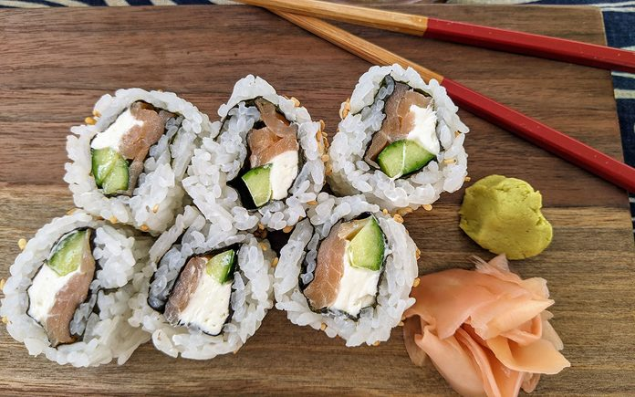 how to make sushi Philly Maki