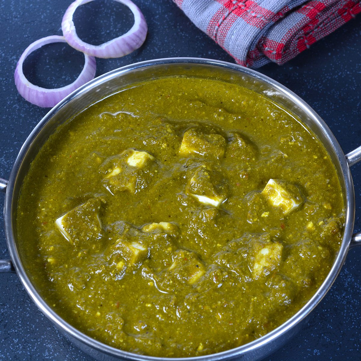 indian main dishes Indian food, Naan and Palak Paneer curry dish. Palak paneer is prepared using spinach and paneer (indian cheese), it is a popular Indian meal.